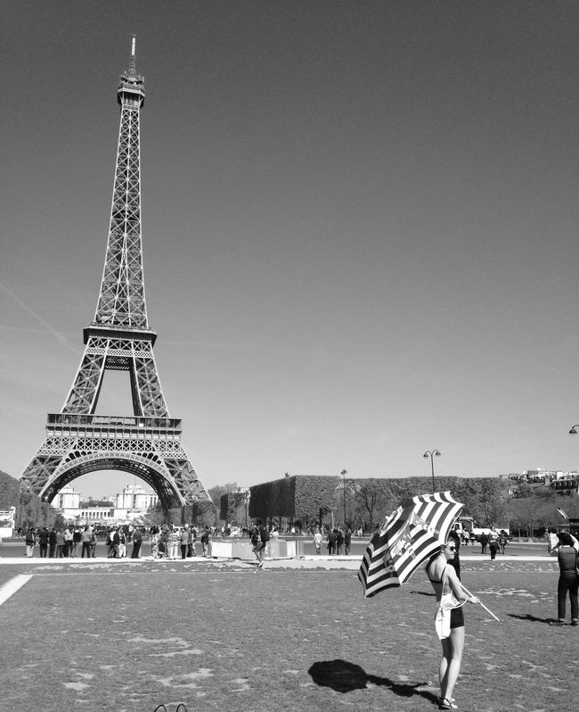 Shooting photo with my daughter... for one of my articles Tour Eiffel Taking Photos Sunny Day Shooting Daughter