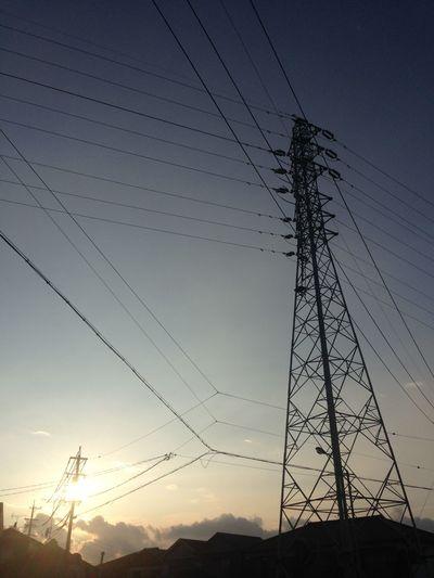 鉄塔 Steel Tower  Pylon 電柱 Utility Pole 電線 Electric Wire 太陽 Sun Sky