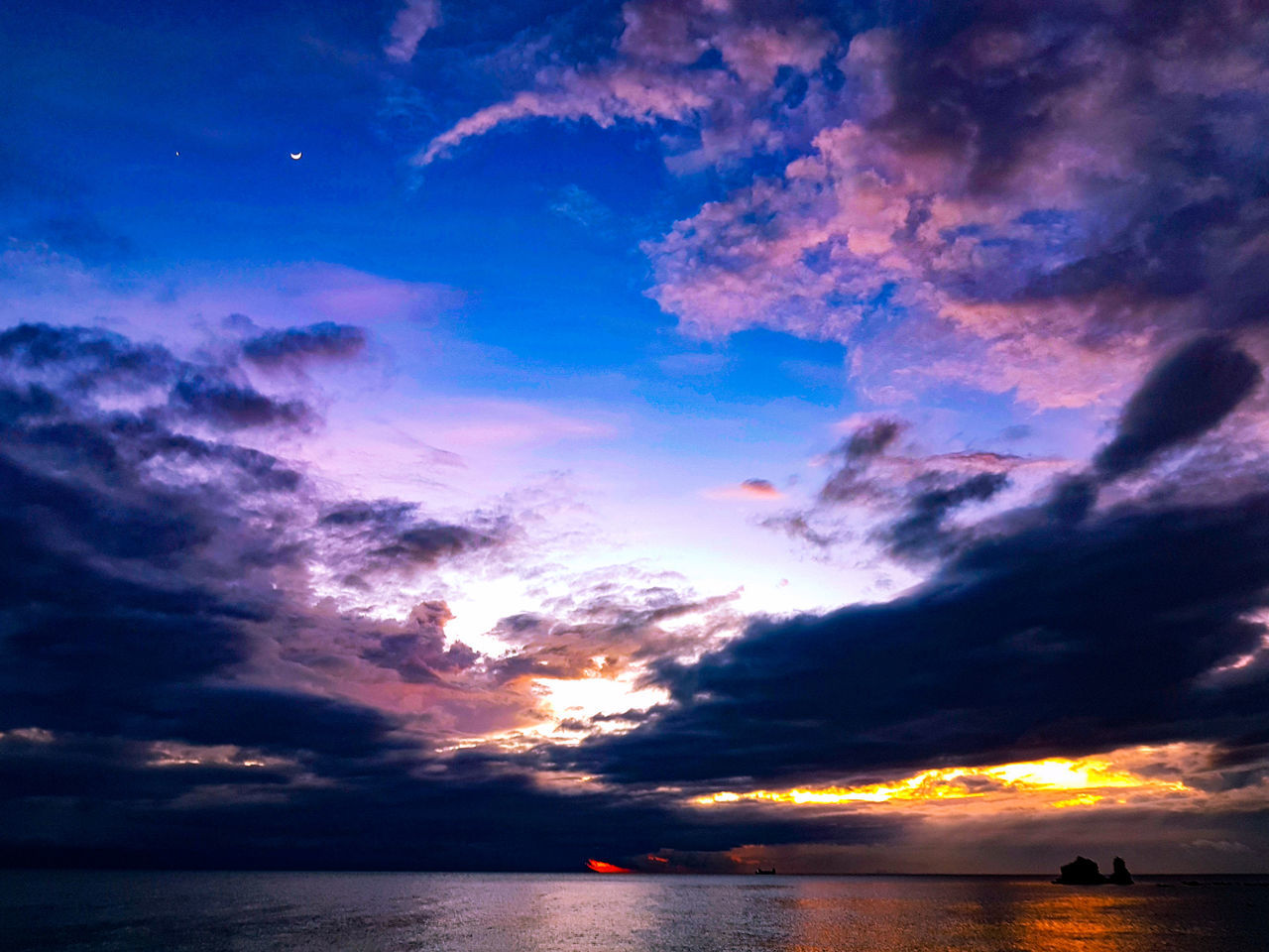 Crescent. Sky Sunset Reflection Cloud - Sky Beauty In Nature Sea Dramatic Sky Nature Outdoors Star - Space Water Scenics Night Life Travel Travel Photography Nature Clouds And Sky Dramatic Sky S7edgephotography Mobilephotography HDR TravelPhilippines Horizon Over Water EyeemPhilippines