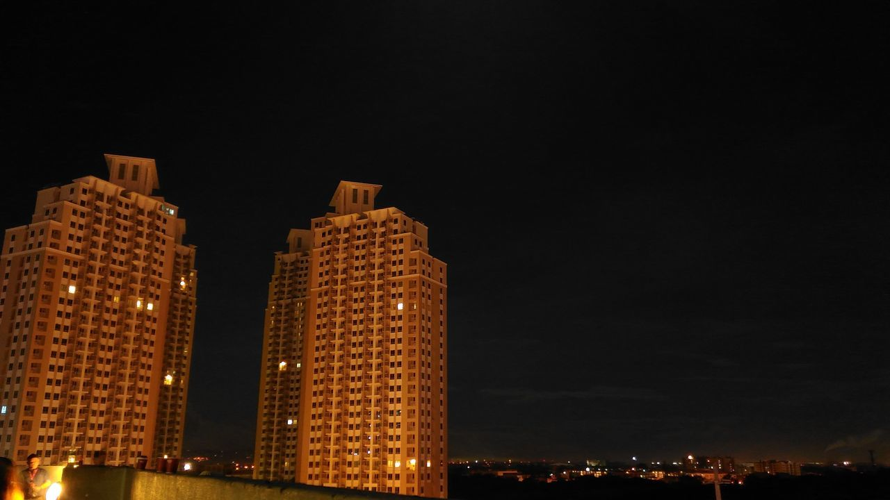 architecture, night, building exterior, illuminated, built structure, city, skyscraper, copy space, cityscape, modern, tower, no people, travel destinations, sky, outdoors, residential building, low angle view, urban skyline