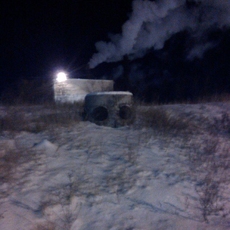 Голова  дровосека  закопали  снег