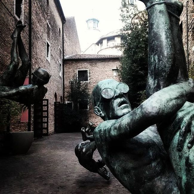 I may not be at artefiera but art found me in Treviso so I'm quite relieved. Scuplture Statue Emanuelegiannelli Arttoday Artoftheday Ig_Treviso Grammasters3