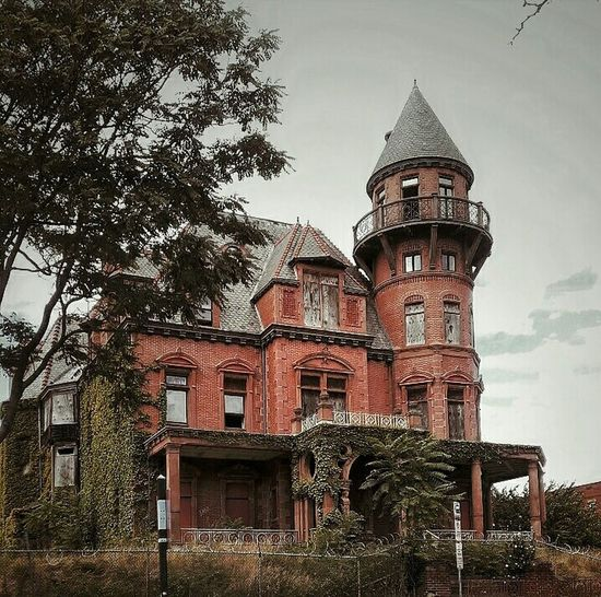 Kruger Mansion, Newark, New Jersey (Built 1888) Architecture Building Exterior History Abandoned Places Abandoned & Derelict AMPt - My Perspective AMPt - Abandon EyeEm Gallery Getty Images EyeEm Best Shots EyeEm Best Edits Abandoned House Creepy House Spooky Places Spooky House EyeEm_abandonment