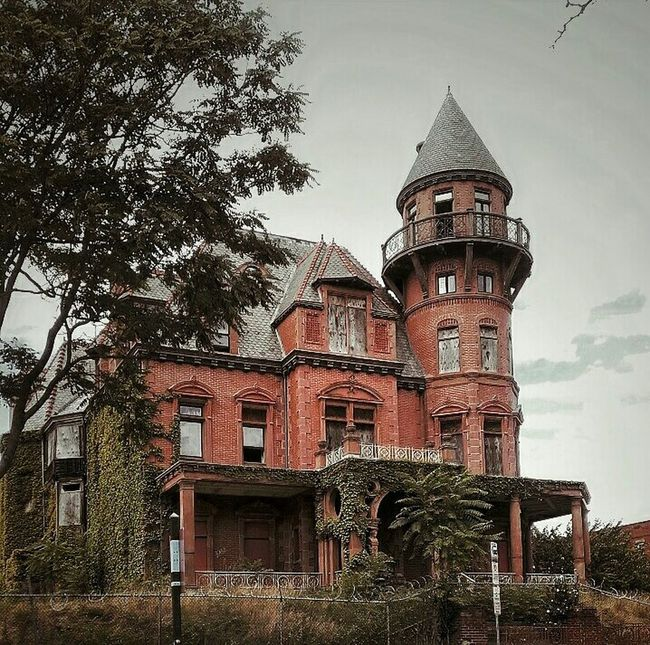 Kruger Mansion, Newark, New Jersey (Built 1888) Architecture Building Exterior History Abandoned Places Abandoned & Derelict AMPt - My Perspective AMPt - Abandon EyeEm Gallery Getty Images EyeEm Best Shots EyeEm Best Edits Abandoned House
