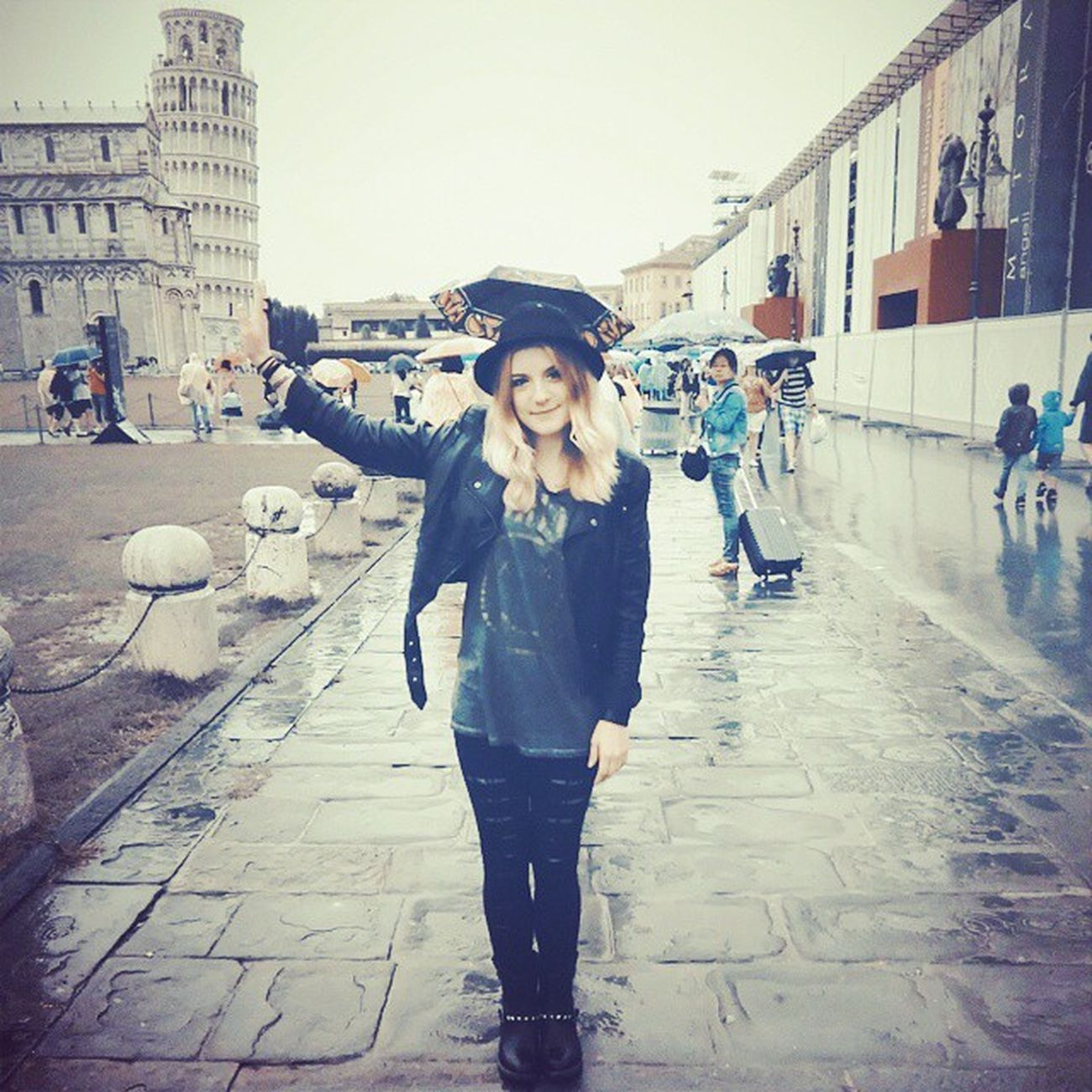 Pisa Me Rock Italian girl