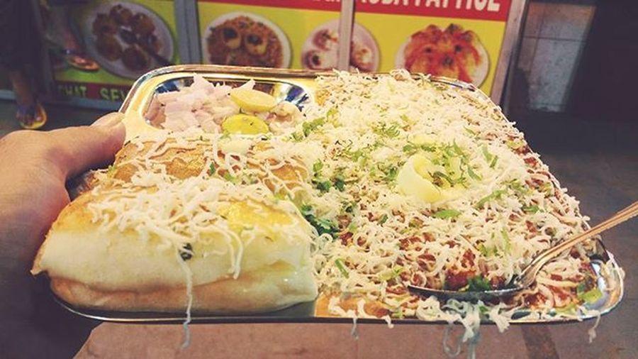 "Streetfood ""POW-BHAJI"" FAVORITE FOOD OF MUMBAI JUHU BEACH INDIA Streetfoodlover Photooftheday Photographyeveryday Photoholic Foodtime Foodpics Foodphotography Like4like Fellow4fellow Swagger  Tflers"