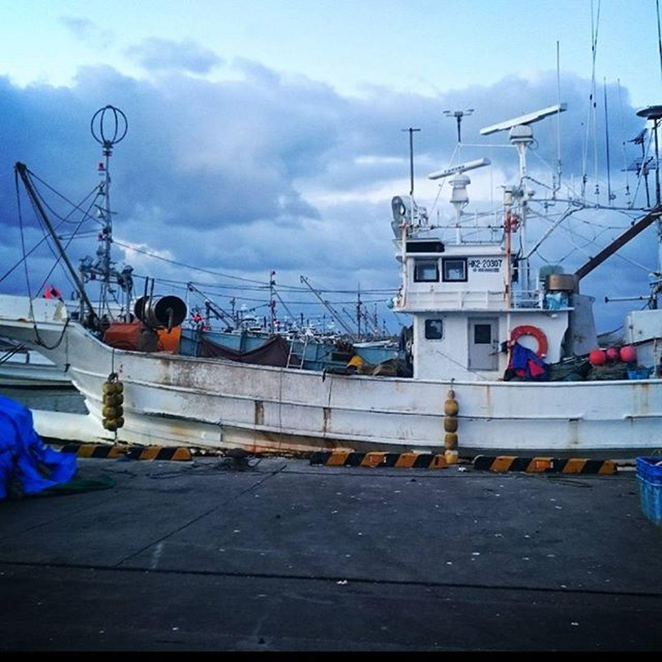"""なおのしんphoto 昨日のphotoから 鵡川漁港 漁船 おはようございます(*Ü*)ノ""""☀ 今日もゆるゆるっとよろしくねぇ💕 みなさんも、他にもSNSやってらっしゃるでしょうけど…… どこのSNSにも必ずヘンなの混じってます(´▽`) ア'` 安易にLINEの交換とかしないように 気をつけてね❤"""