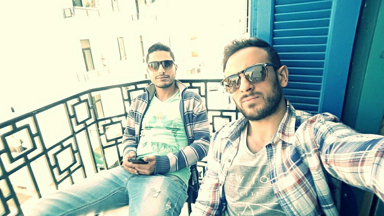 Iliglag We 3awe9ibohou Studying Hard With Friends Relaxing
