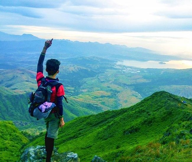It's a surprise when you trek at night then reach the summit in the morning and witness in awe the magnificent beauty that God has created... A beauty which many has never seen yet before their bare eyes. Masyado lang akong naging dramatic dahil sa pagod. Hahaha Mt. Balingkilat night climb...ACHIEVED!!! Climbwithattitude Trekwithattitude Mountains Mountaineering Pinoymountaineer Climber Outdooradventurephotos Outdooradventure Adventure Adventurous Hiking Climbing Nightclimb Breathtaking Chillclimb Choosephilippines Travelph Weekendwarrior Majorclimb Itsmorefuninthephilippines Leavenotrace Teambakal Teamderechopa