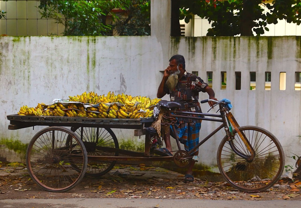 Adults Only Banana Seller Bicycle Bicycle Basket Can Daily Life Day Land Vehicle Life Style Mobile Conversations Mode Of Transport One Man Only Outdoors Real People Stranger Streetphotography Transportation Traveling