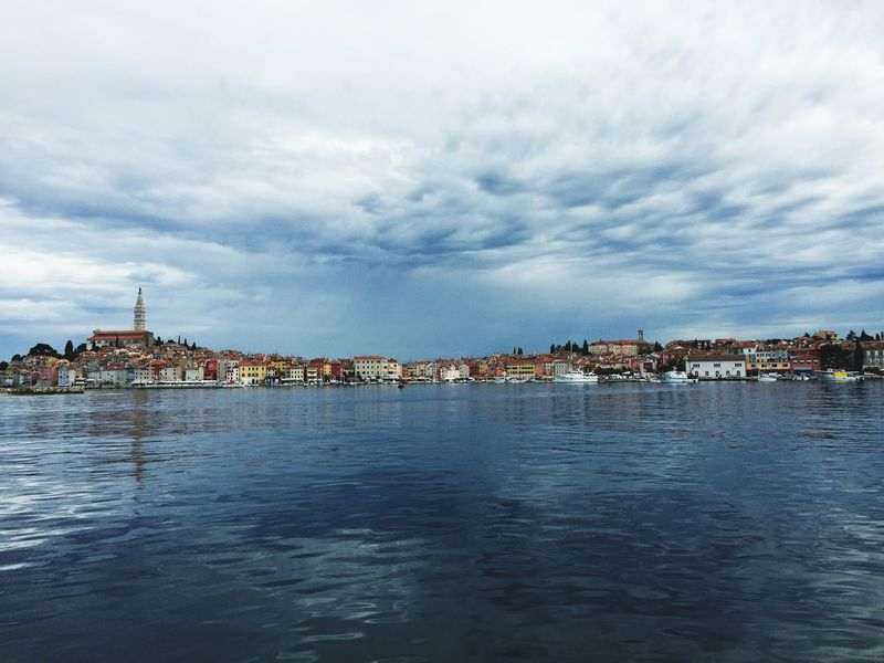 Rovinj Kroatien Segeln Urlaub Wunderschöner Ort ♡ Building Exterior Beach Outdoors Cloud - Sky Sky Cityscape Sea Landscape Architecture No People City Day Travel Destinations Vacations Nature Horizon Over Water Water