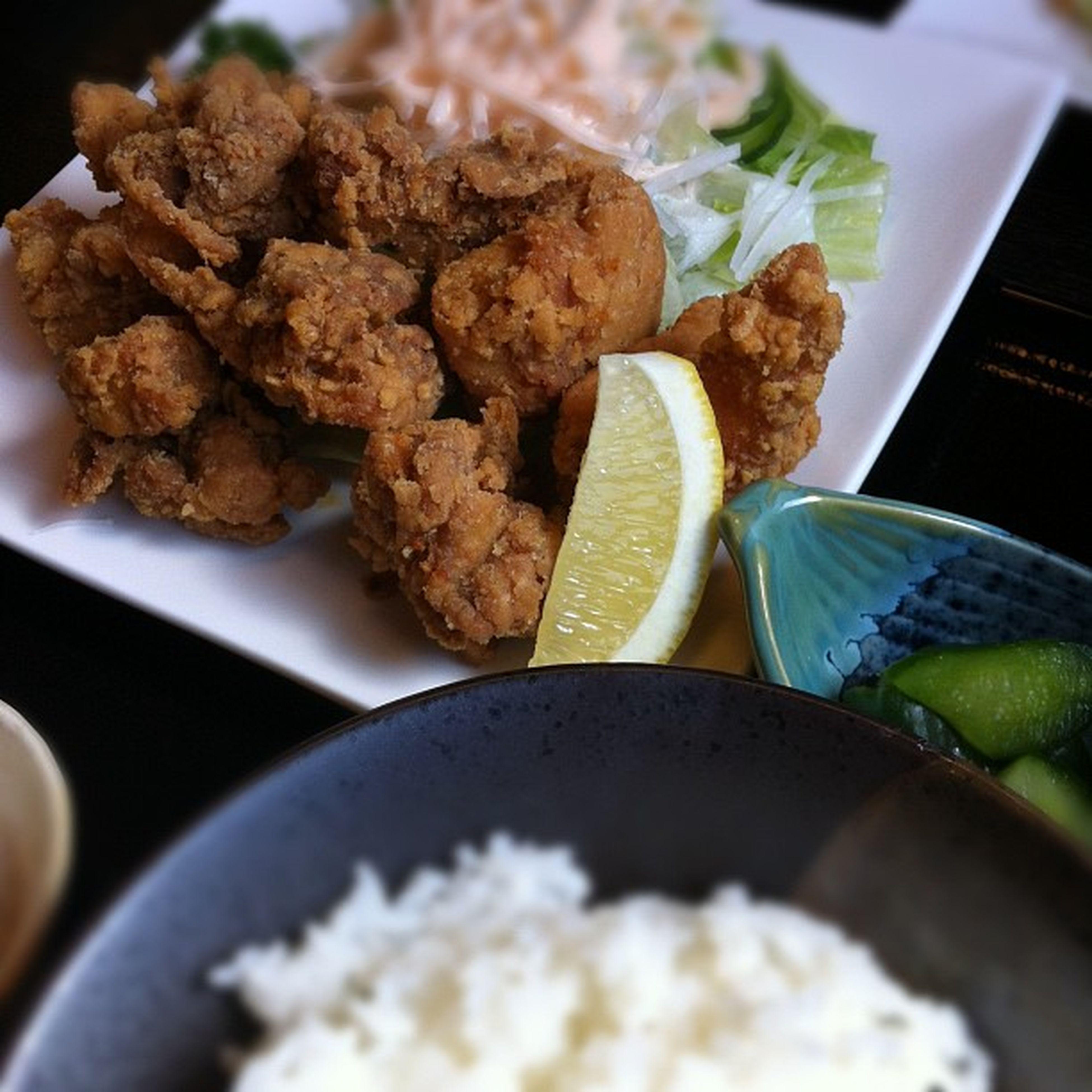 鶏唐揚定食650円、お〜け〜♪