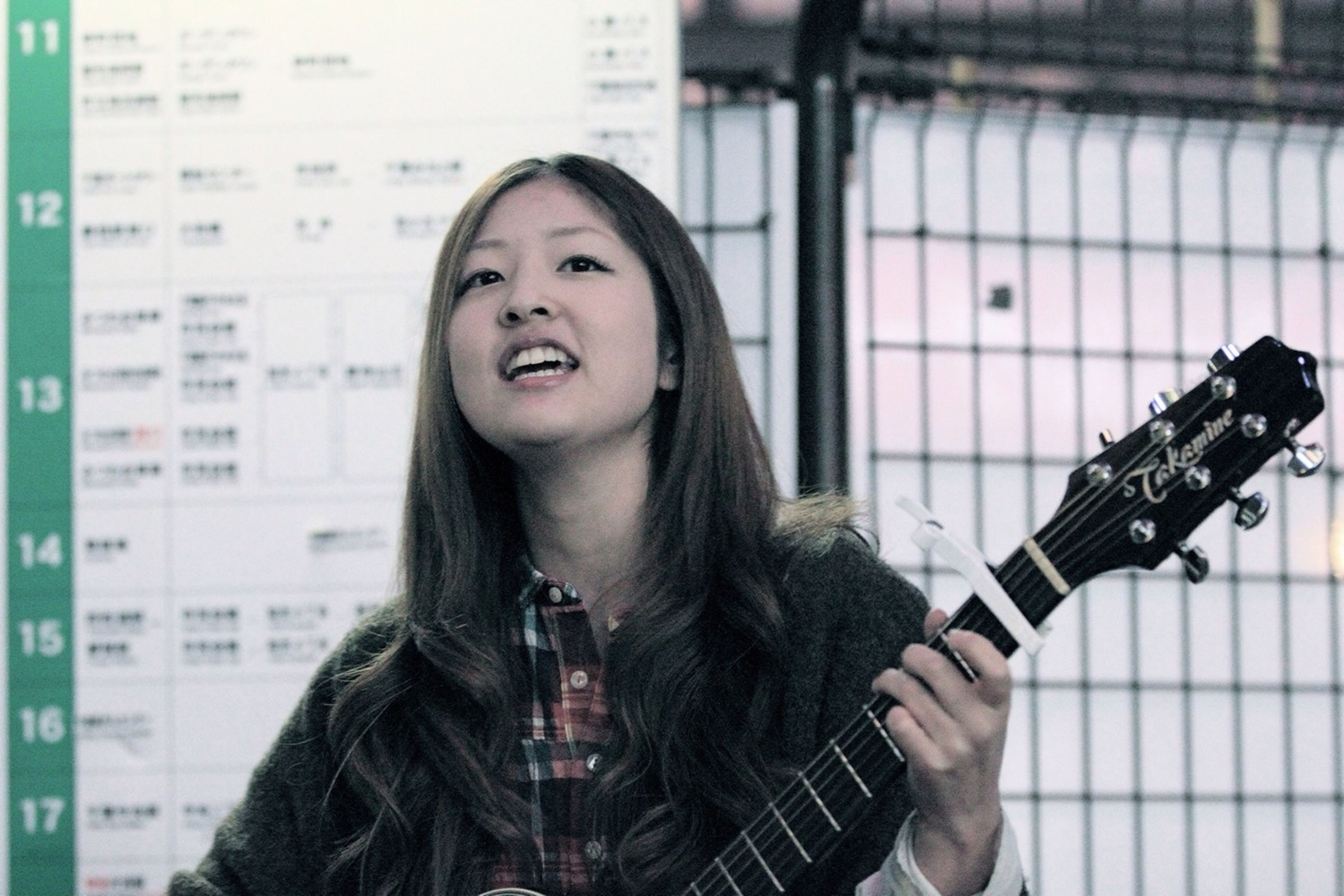 Her Name Is Sayuri Murakami. She Is A Singer-songwriter. She Is Very Good At A Song. She Can Be Known By YouTube. I Think That The Day Which Makes Its TV Debut Is Near.⑶
