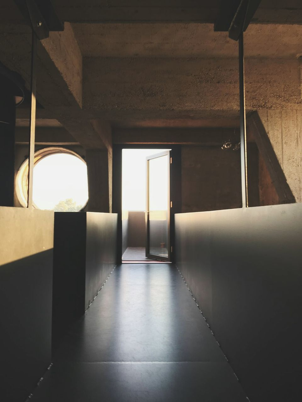indoors, empty, no people, architecture, the way forward, built structure, corridor, day