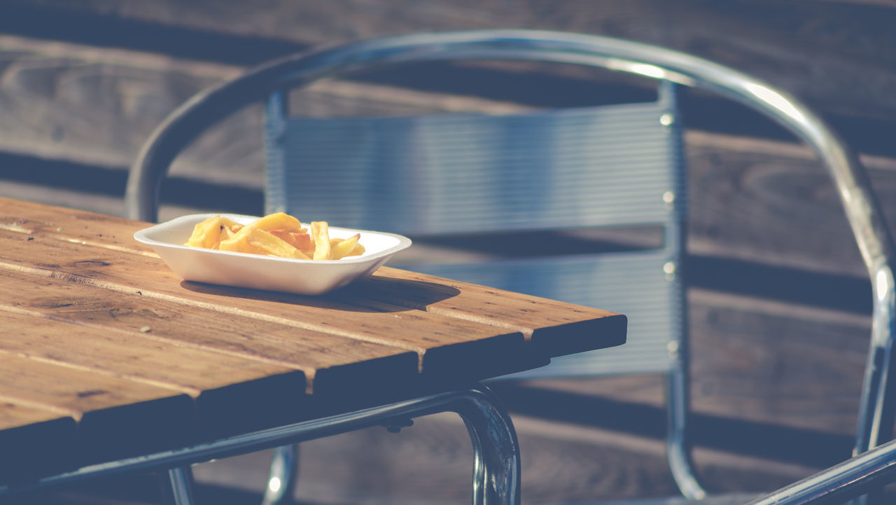 Chips for Sunday Lunch?..... Apparently not! 70-300mm Canon 5d Mark Iv Canon_official Canon_uk Canonphotography Chips Day Food Freshness Full Frame Matte No People Outdoors Ready-to-eat Sunlight Table Wood - Material