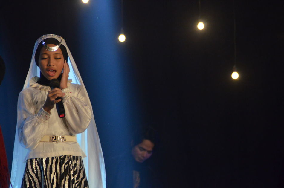 Casual Clothing Concert Ghania Illuminated Islamic Concert Nasheed Nasyid Night Opick Standing