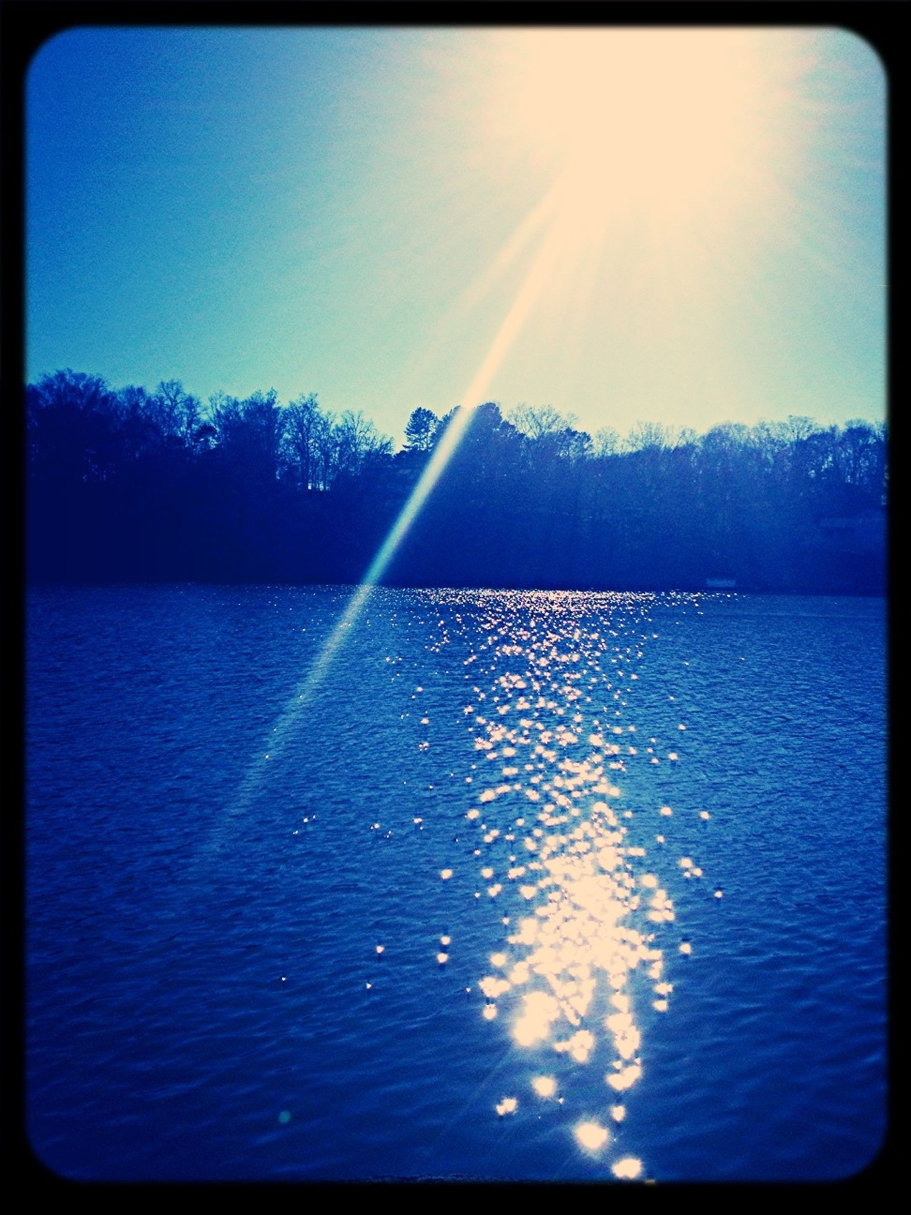 sun, water, sunbeam, transfer print, sunlight, lens flare, blue, tranquil scene, tranquility, auto post production filter, reflection, beauty in nature, scenics, lake, nature, tree, sunny, sky, clear sky, bright
