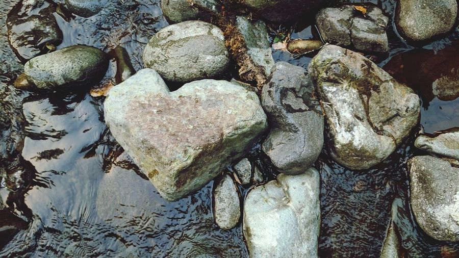 Heart Shape Rock Full Frame Day Backgrounds Close-up Outdoors Play In The Water Amazing Place Heartshaped Deschutes River Deschutes Falls Hidden Paradise Tranquility County Park The Week On EyeEm Eyeem River Life Beauty In Nature Reflection Science Eyeem Backgrounds