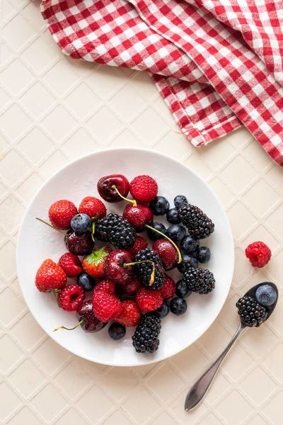 Berries Fruit Food And Drink Blueberry Food Healthy Eating Freshness High Angle View Blackberry - Fruit Raspberry Red Indoors  Healthy Lifestyle No People Close-up Day Indoors  Taking Photos Photoblogger Studio Shot Directly Above