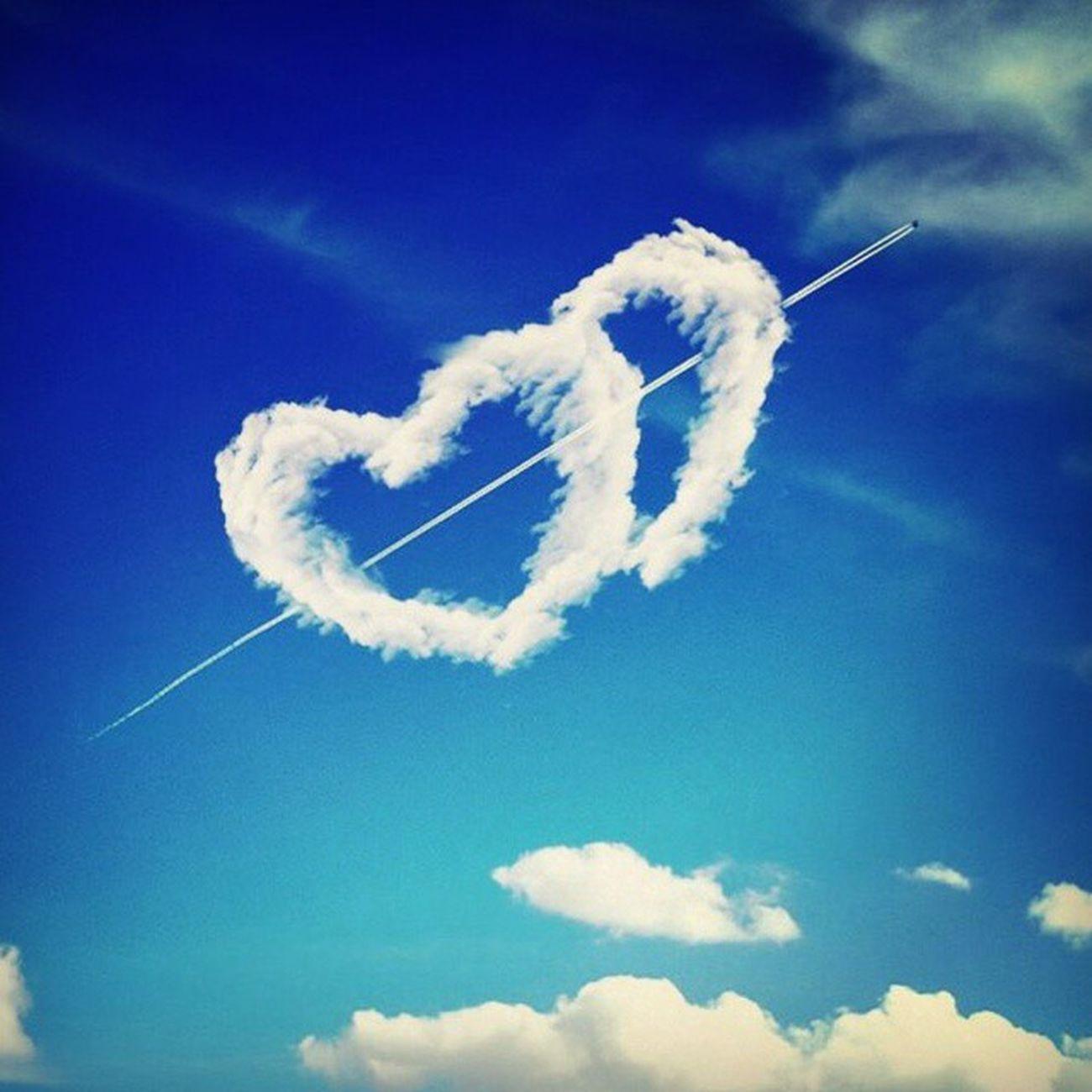 هناك من يعبث بسماء قلبي? صور تصاميم مشاعر الحب السعودية