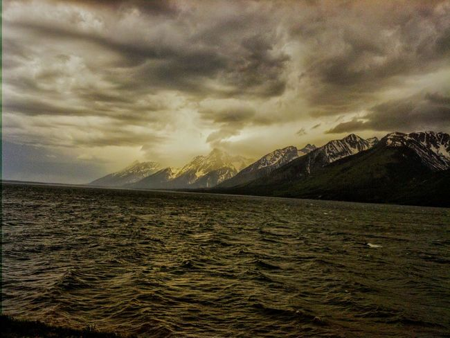 Check This Out Taking Photos Vacation Wyoming Grandtetons Cloudy Mountain View Lake View Great Outdoors