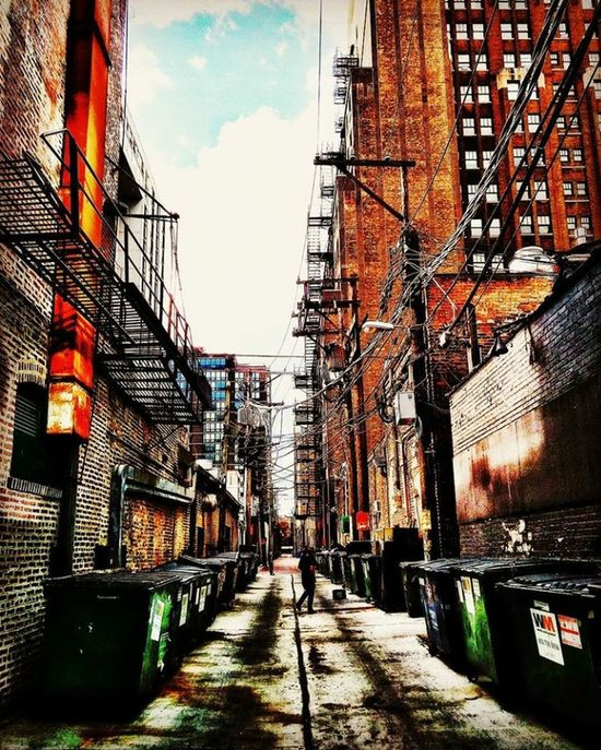 Alley in Chicago Building Exterior Outdoors City Multi Colored EyeEm Vision EyeEm Selects EyeEm Best Shots EyeEmNewHere EyeEm Gallery Chicago Alleyway Alley Urban Built Structure Architecture Travel Destinations Cityview Cityvibes ChiTown Second City The Way Forward Sky Day Cloud - Sky No People Breathing Space Investing In Quality Of Life The Week On EyeEm