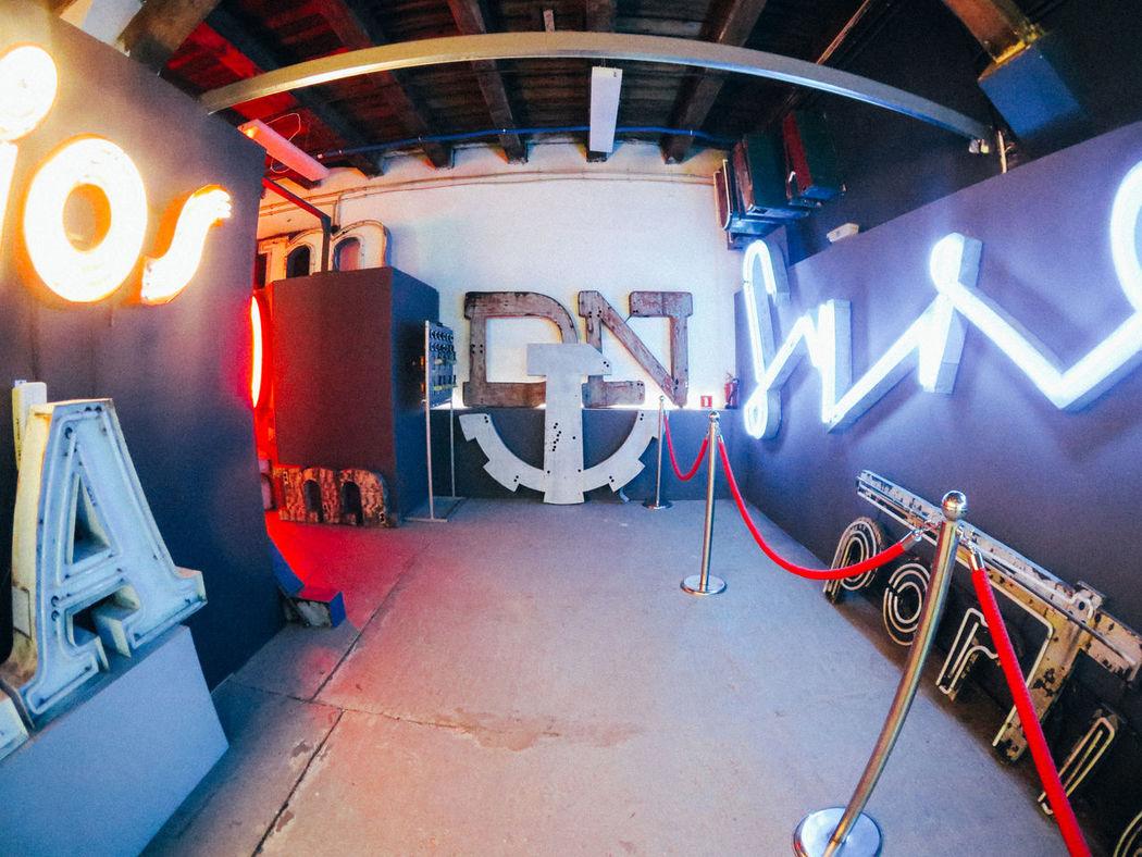 DN Fotostrasse Neon Neon Museum Neon Muzeu Typography Typographyinspired War