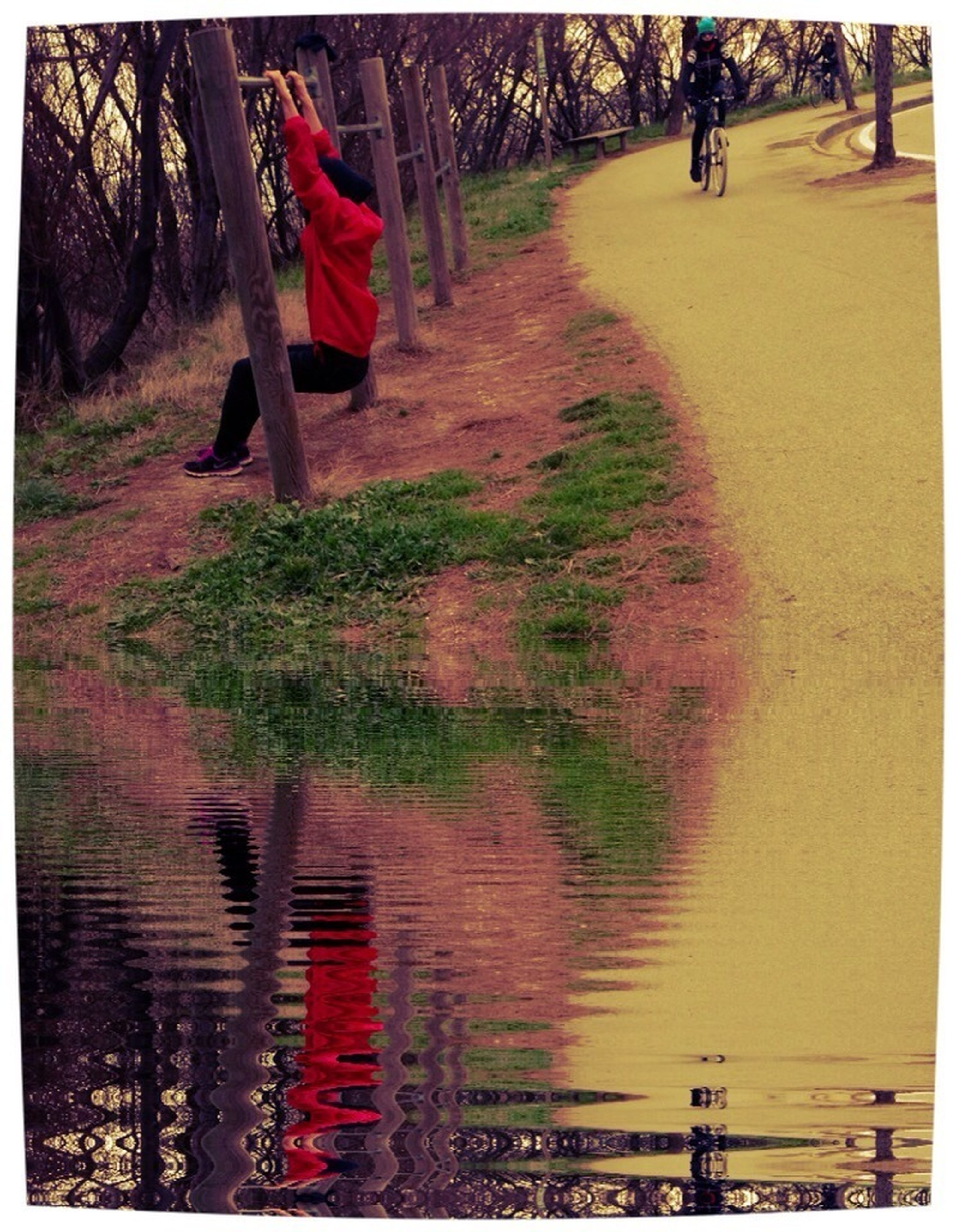 transfer print, auto post production filter, men, person, lifestyles, large group of people, tree, leisure activity, water, walking, incidental people, medium group of people, day, outdoors, panoramic, sunlight, street, group of people