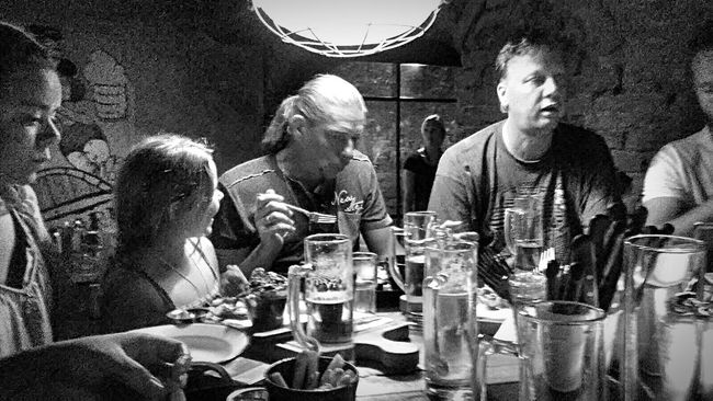 Bnw_friday_eyeemchallenge Food And Fun Bnw Blackandwhite Black And White EE Love Connection! Friends Night Out \m/ Eye4photography  Taking Photos