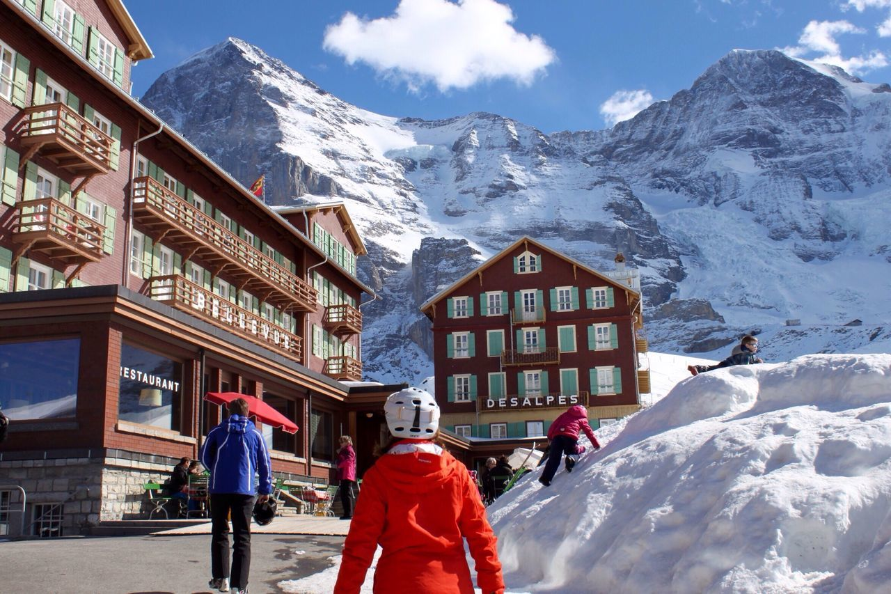 Eiger Mönch Top Of Europe Winter Snow Beautiful Day Sunlight Outdoors People Cold Temperature Mountain Switzerland Intense Colors Sport Pastime Architecture Vacations Happy People EyeEm Bohemian Vacances Hello World Glacier