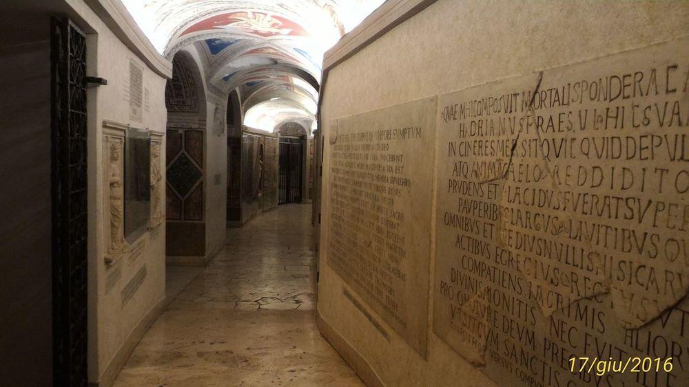 Sotterranei Basilica di S. PIETRO.