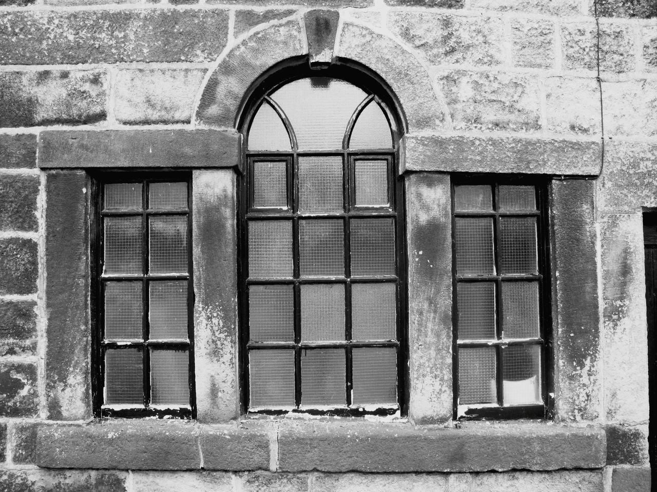 Pattern Pieces Arch Arched Windows Detail Houses Black & White Monochrome Black And White Stone Wall Buildings Heptonstall Learn & Shoot: Balancing Elements Light And Shadow EyeEm Best Shots Heptonstall Museum Hebden Bridge Quaint  Village House Building Old Architecture England Old School House Simplicity Bricks
