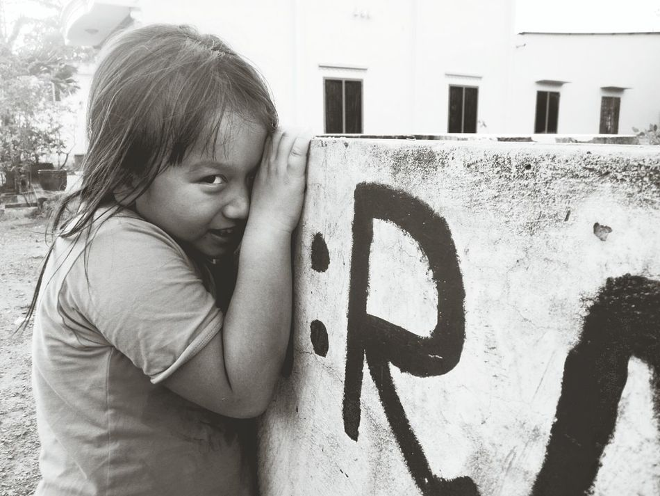 Children Photography That Eyes That Look Black & White