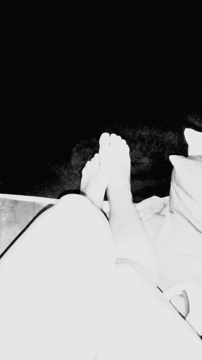 Black & White My Feets My Ugly Legs Mis Feas Piernas Y Pies 😊😩