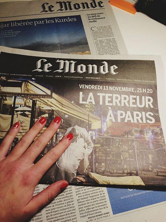 Douce France Lemonde Journal France Attentat Prayforparis PrayfortheWorld Une Paris Love