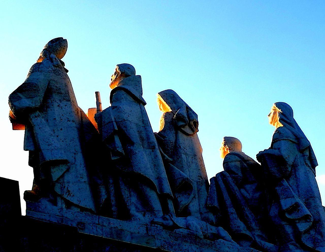 Esculturas Y Estatuas Sculpture Light And Shadow City People