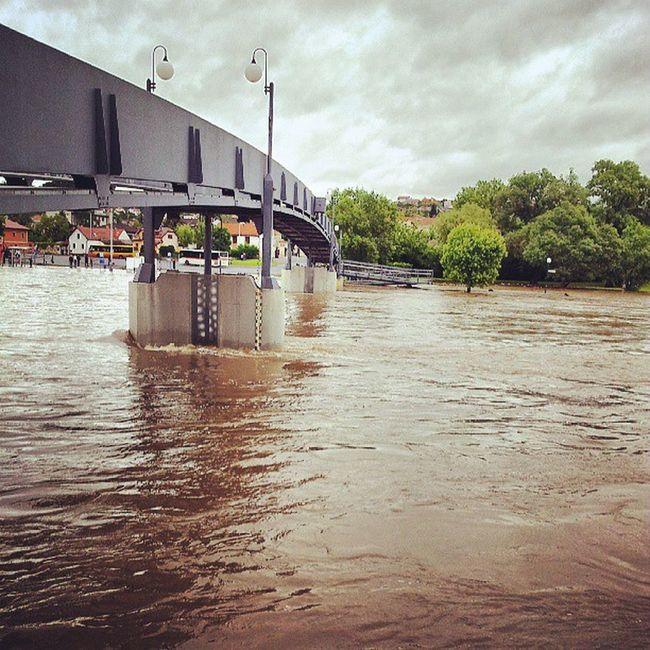 Zvednuta lavka v beroune Beroun Povodne Igerscz