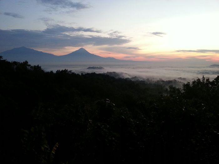 Yogyakarta mountains <3 at sunrise First Eyeem Photo Beautiful Nature Beautiful Sky Fresh Air Sunrise INDONESIA