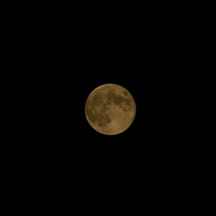 スーパームーン 赤い月ですね。