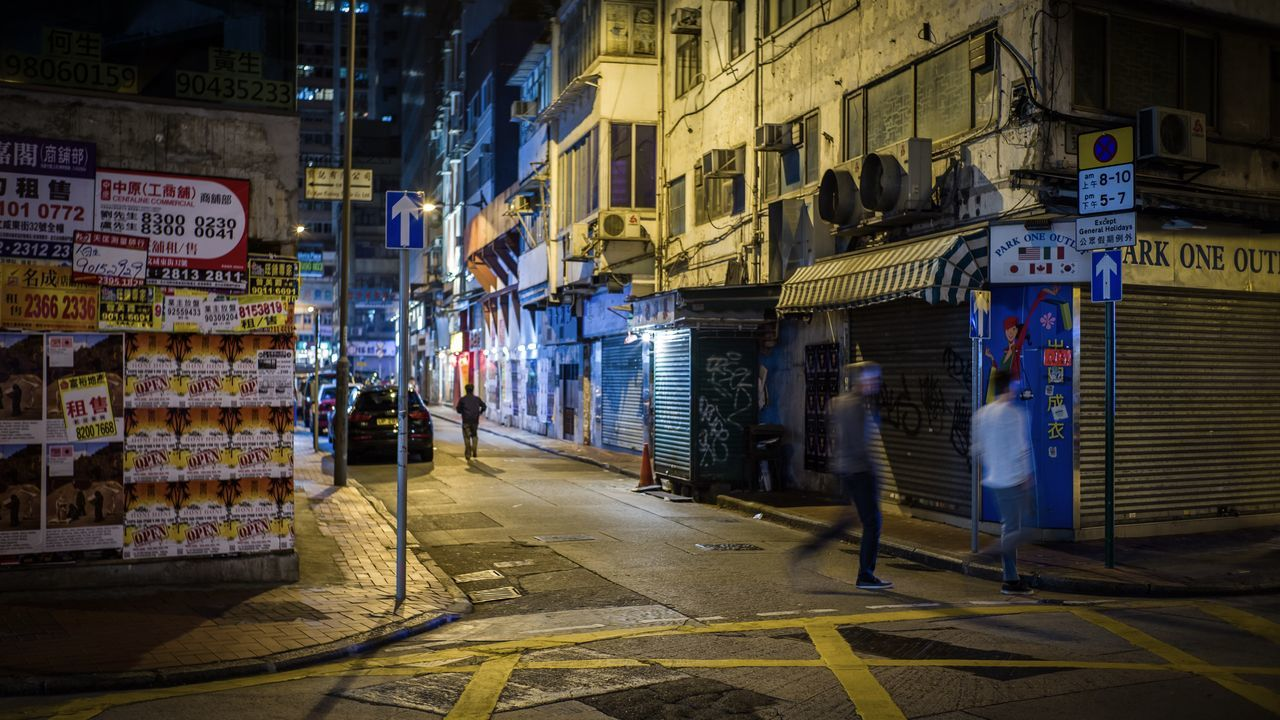 sheung wan night Minimalist Architecture The City Light EyeEmNewHere Take Photos Discoverhongkong Sonyimages Sumillux35mm1st Street Photography Nightphotography Cityscapes Walking Around Life In Motion EyeEm Best Shots Beautiful From My Point Of View Hello World EyeEm Masterclass Shadow And Light Cityscape Architecture Travelling Photography Moment Of Silence Landscape_Collection Taking Photos EyeEm Gallery