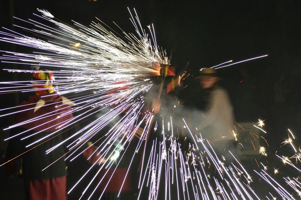Espurnes Foc Tradició Cultura 426fmsantroc Diables Correfoc