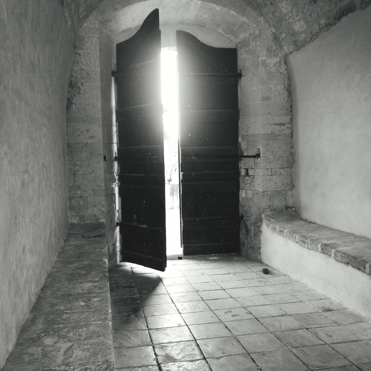 Big Door Otherside Otherworldly Go Outdoors Go Out OpenWorld OpenDoors Black And White Lightbeam Door