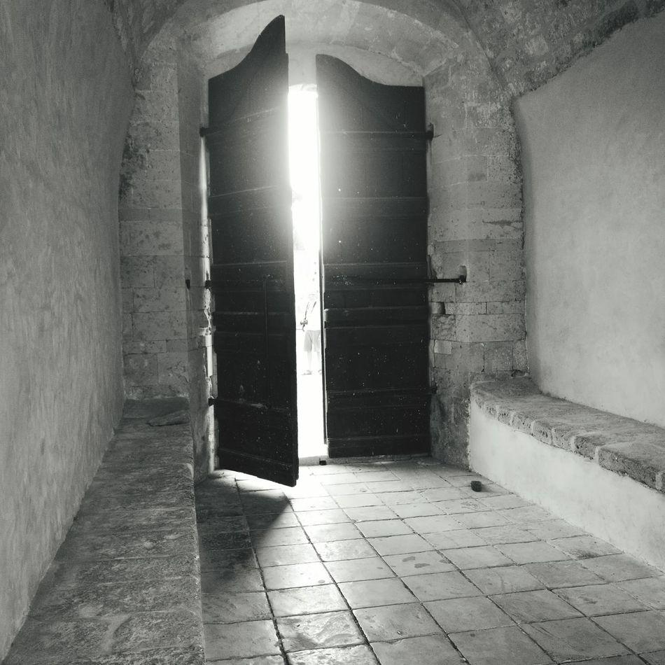 Big Door Otherside Otherworldly Go Outdoors Go Out OpenWorld OpenDoors Black And White Lightbeam Door