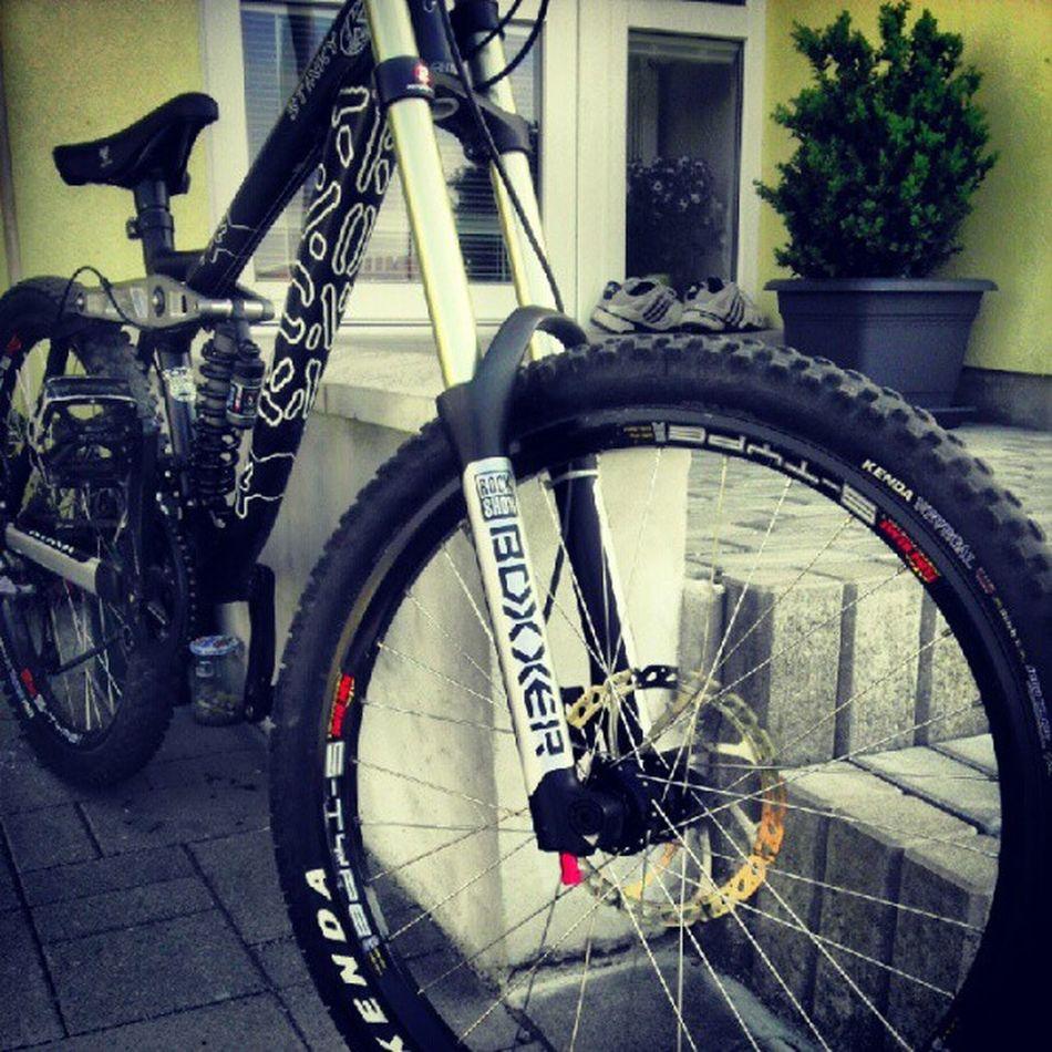 Lets go for a ride Downhill Bike BoXXer Kona