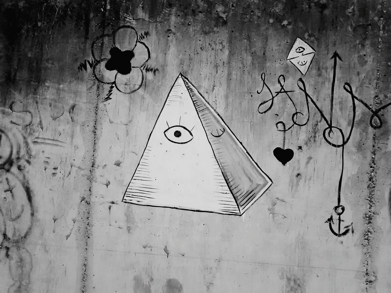 Black And White Graffiti Piramid Illuminati Boring Times ...taking Pictures Bla Bla Bla Bla :*
