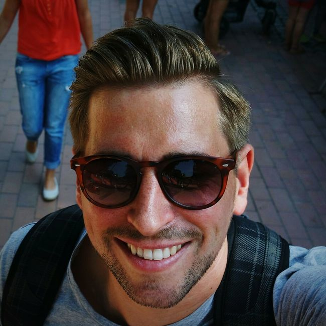 Selfie✌ Portrait Looking At Camera One Man Only Today's Hot Look Sunglasses👓 Outdoors Having A Good Time Goenndir