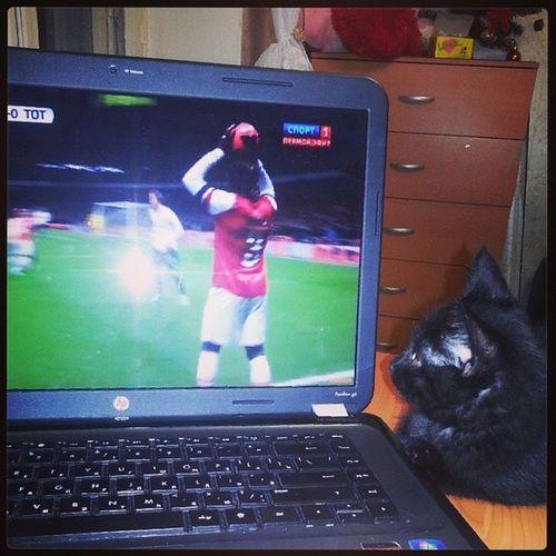 Вот так смотрим мы футбол))