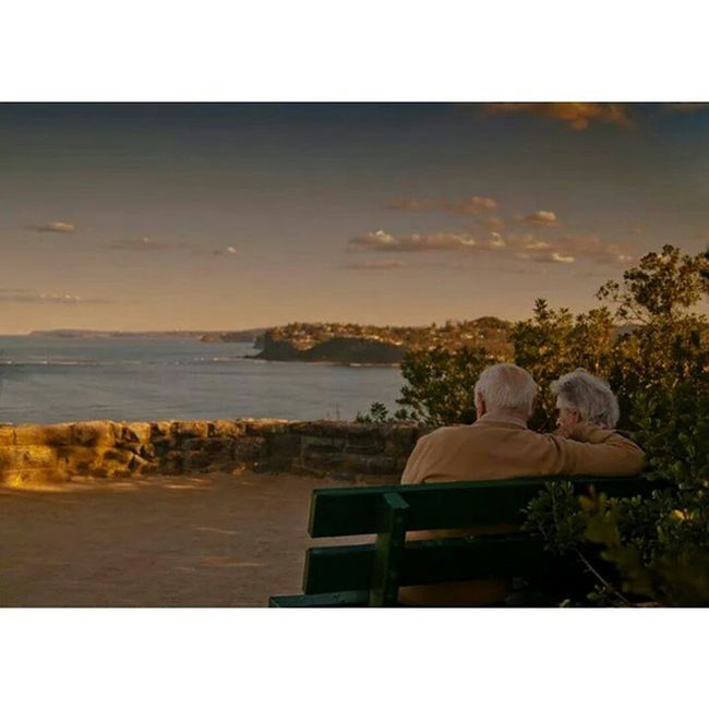 Captured this one awhile back. This was too cute... Special Moment Romantic Beach Sunset Scenic Lookout Chivalryisnotdead Love Photography Love Sydney Old Couple Age Young Heart Partner Soulmate Australia Escape Picture Pictureoftheday Beautiful