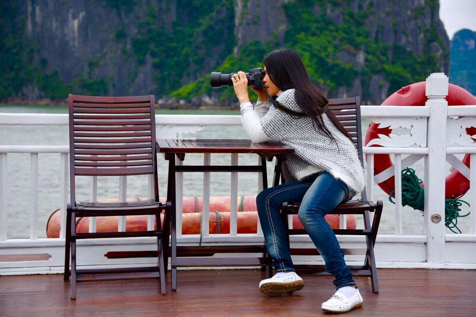 Beautiful stock photos of photographer, Black Hair, Camera - Photographic Equipment, Casual Clothing, Caucasian Ethnicity