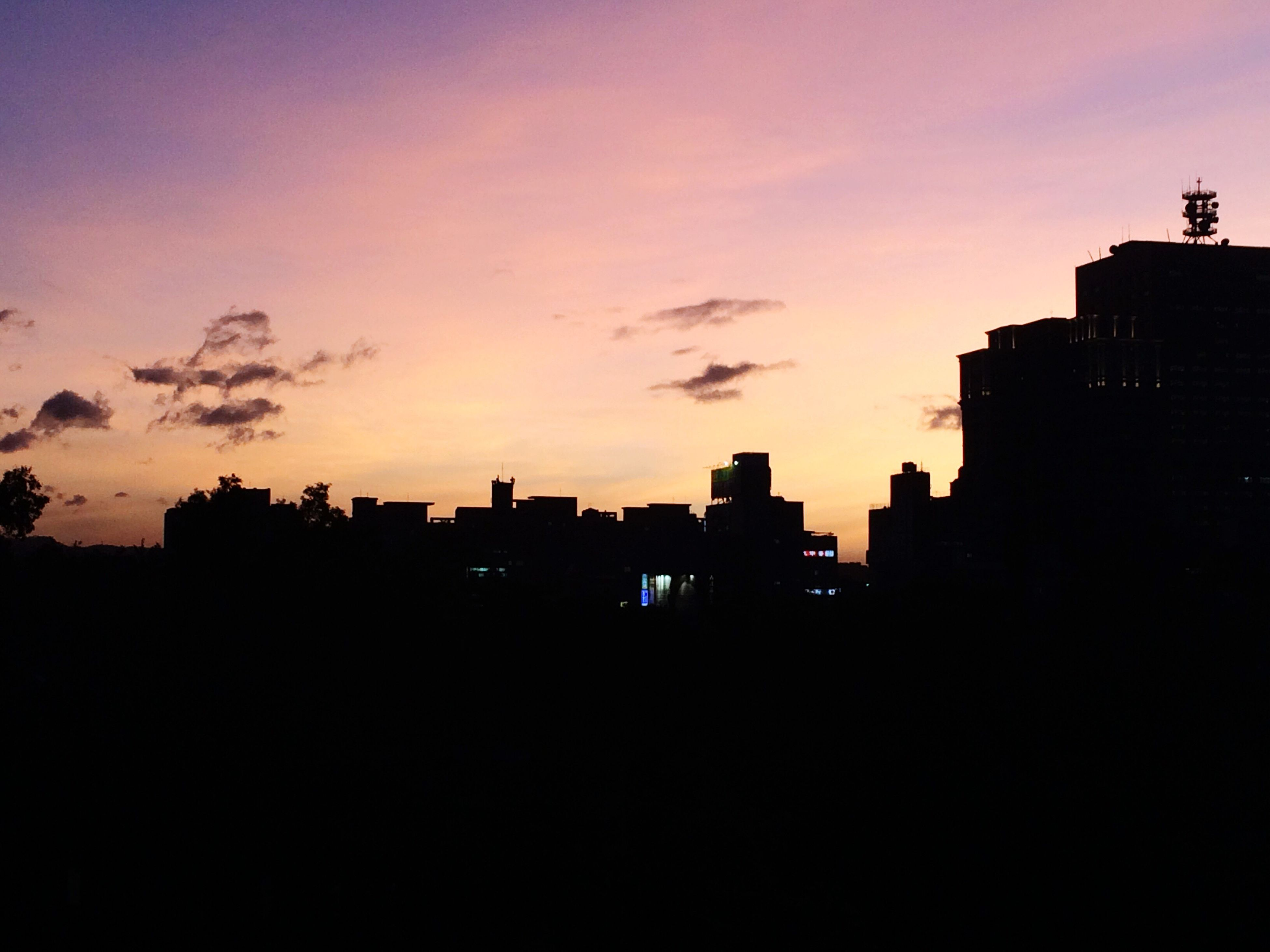 sunset, silhouette, building exterior, sky, built structure, architecture, beauty in nature, nature, city, cityscape, outdoors, urban skyline, no people